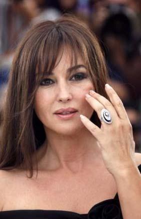 Erkeklerin ısrarla 30'lu yaşlarda olduğunu iddia ettiği aktrist Monica Belluci tam 43 yaşında!